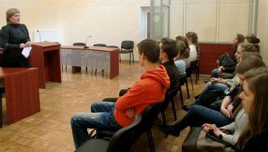 gimnazistai teisme