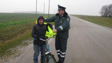 dviratininkai_ir_policininkas_kedainiai2013