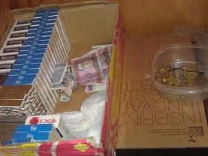 merginos_kontrabandine_cigaretes_prekyba