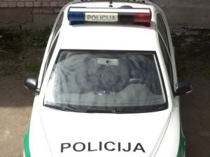 policijos_auto_is_svyturelis1-1
