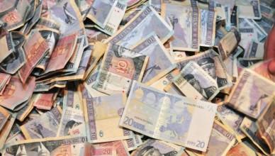 pinigu plovimas