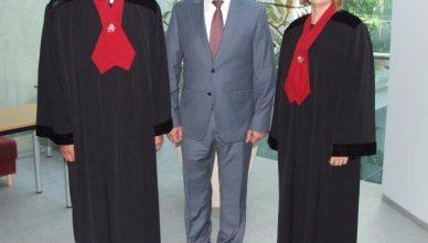 du nauji prokurorai