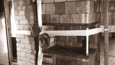 Trakų ugniagesių dovana šeimai – nauja krosnis