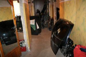 nelegali automobilių ardymo vieta